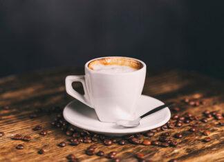 Idealna mleczna kawa w domowym zaciszu